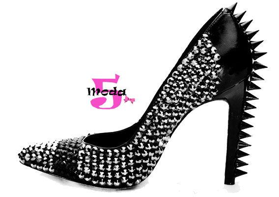 Spikes, tachas, sapatos