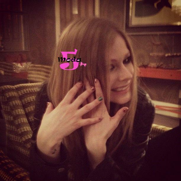 Avril Lavigne, Sally Hansen, Adesivos para unhas
