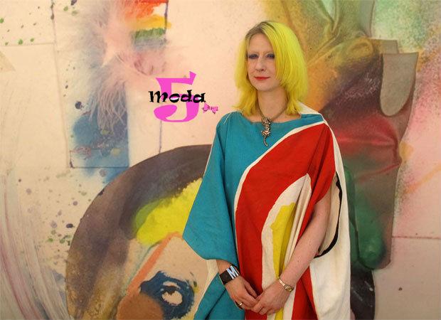 Julie Verhoeven, melissa, parceria, moda, murberry, louis vuitton, versace