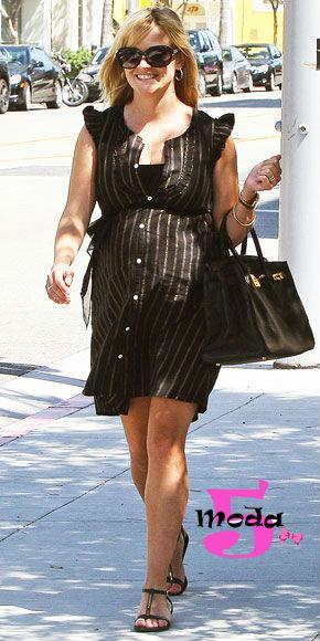 Quem disse que não dá para usar preto? É só escolher um modelo mais fresquinho! Destacando a barriguinha, é claro!