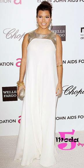 Estava faltando um vestido branco não é? Esse modelo tem uma abordagem mais minimalista, bem interessante.