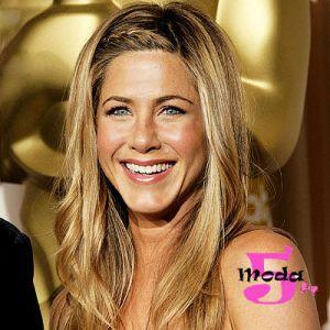 Para quem não lembra a Jennifer Aniston usou esse penteado em uma cerimônia do Oscar. A trança embutida é muito interessante e trouxe estilo para o penteado mais do mesmo dela.